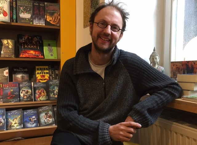 Josua Straß ist immer offen für Fragen und Anregungen seiner Kunden und ein formidabler Gesprächspartner in allen Fragen der Literatur.